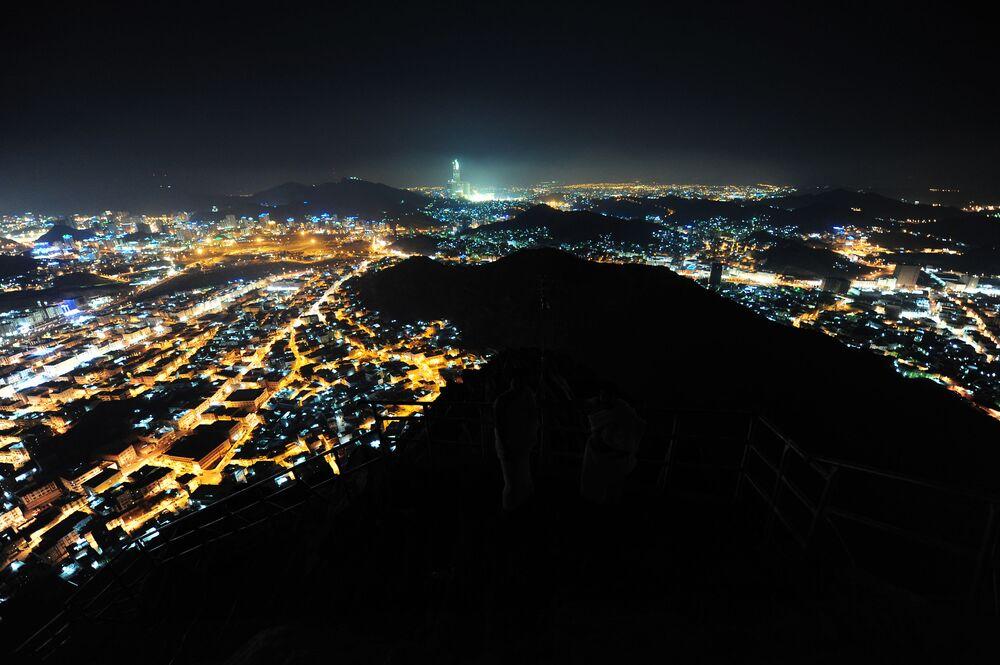 Meca é observada de cima da montanha Jabal-Аl-Noor, Arábia Saudita