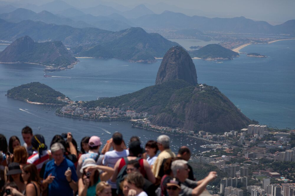 Pão de Açúcar do Rio de Janeiro é fotografado de cima do Corcovado, Brasil