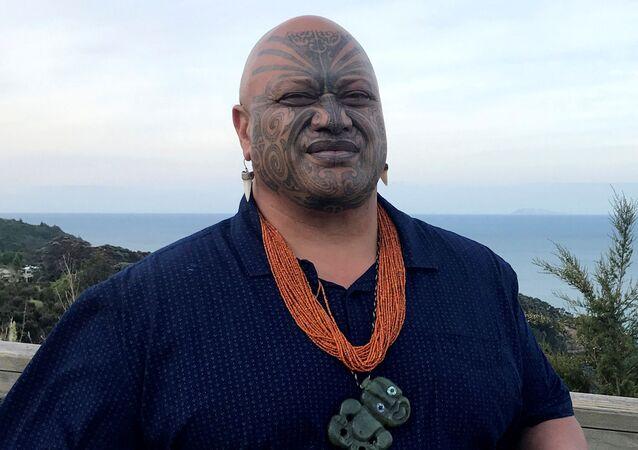Líder espiritual Maori Pouroto Ngaropo explica quais os procedimentos a serem tomados após erupção do vulcão da ilha branca