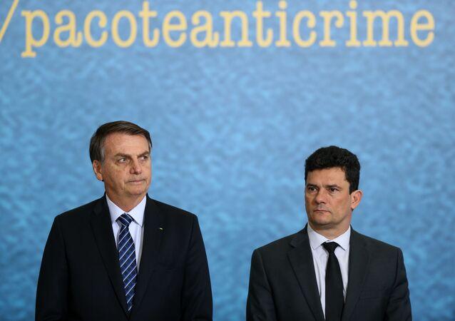 O presidente Jair Bolsonaro com o ministro da Justiça, Sergio Moro, em cerimônia em Brasília