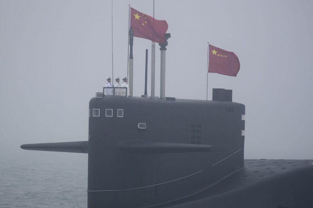 Submarino chinês Type 094.  A China é a segunda maior potencia naval, segundo revista militar National Interest.