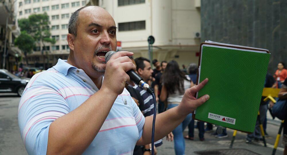 Raul Bittencourt, diretor do Sindicato Intermunicipal dos Servidores Públicos Federais dos Municípios do Rio de Janeiro (SINDISEP), durante manifestação dos funcionários do Instituto Nacional da Propriedade Industrial (INPI) na Avenida Rio Branco, Centro do Rio de Janeiro-RJ.