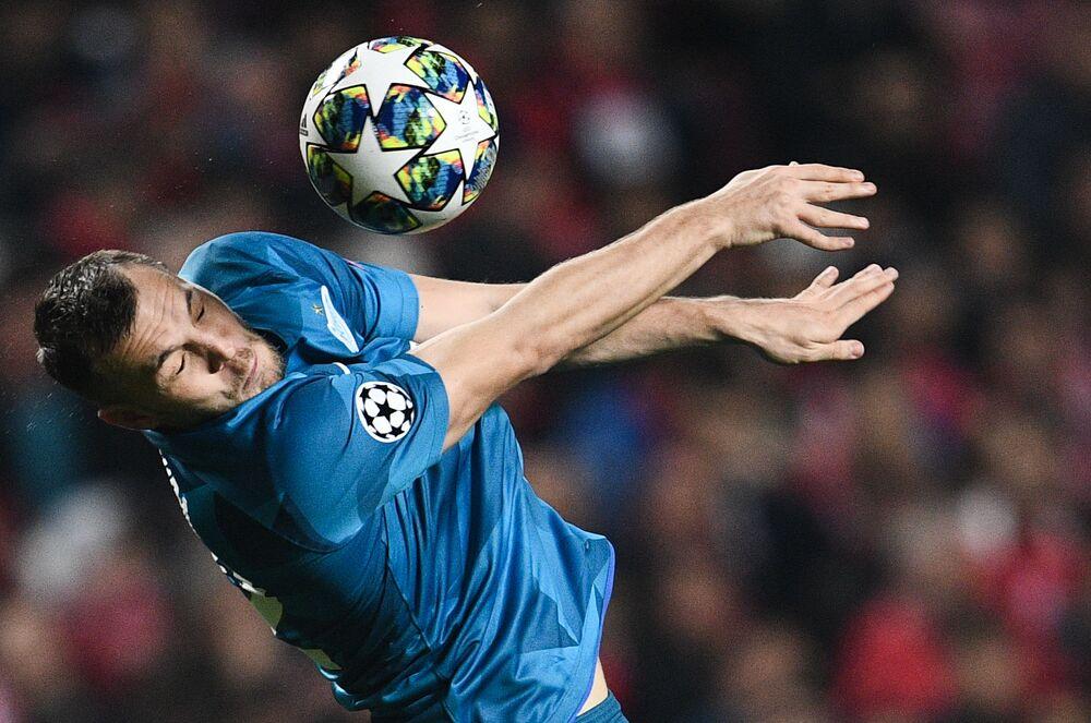 Jogador do clube de futebol russo Zenit, Artyom Dzyuba, em jogo da sexta rodada da etapa de grupos da Liga dos Campeões da UEFA 2019/2020