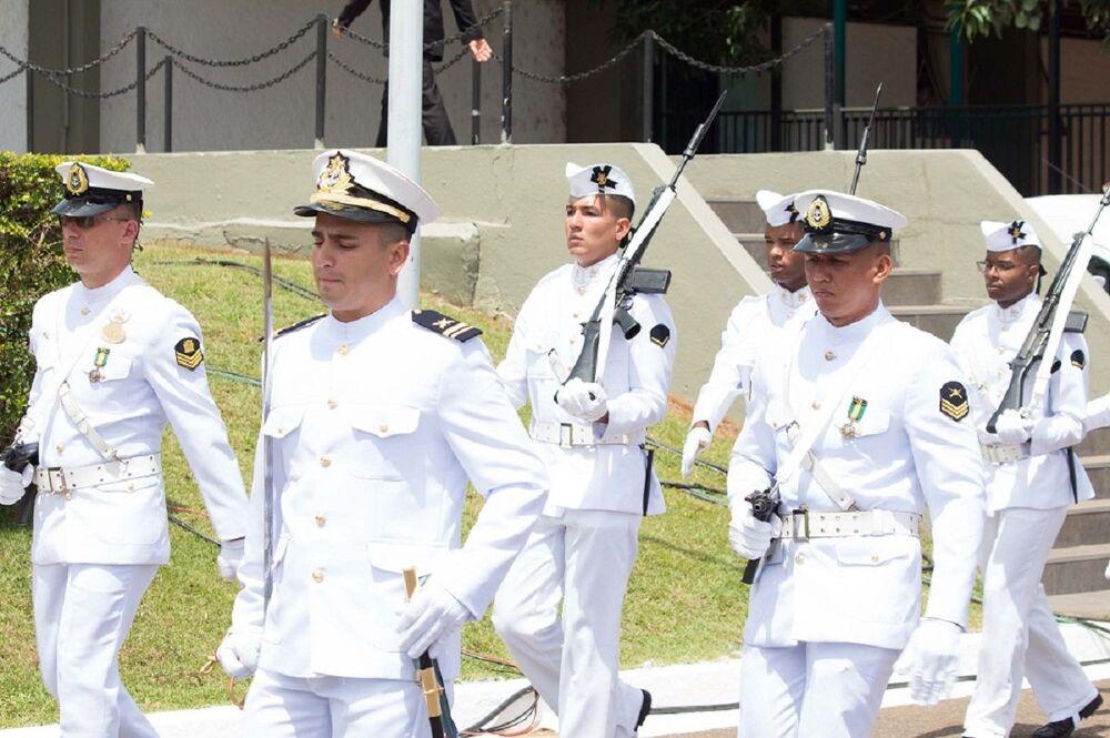 Militares da Marinha do Brasil em celebração do Dia do Marinheiro em Brasília