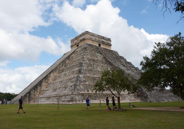 Templo de Kukulkán na cidade pré-colombiana de Chichén Itzá, no estado de Yucatán, no México