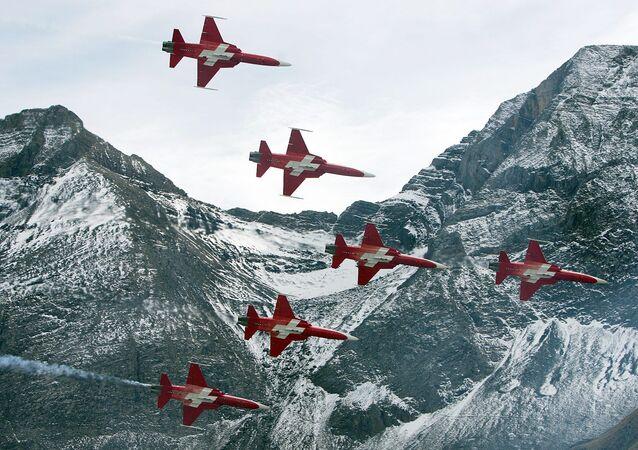 Caças F-5 em espetáculo aéreo anual da Força Aérea da Suíça