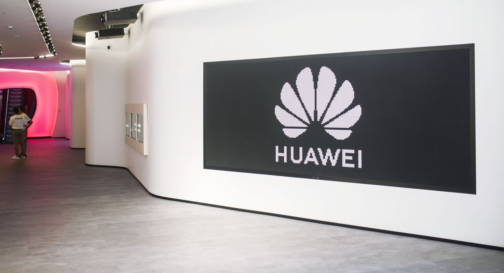 Logotipo da Huawei em uma loja da marca em Madrid