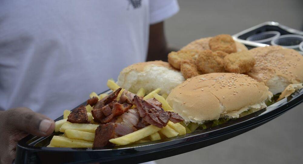 Gordura trans é geralmente usada em frituras comercializadas em lanchonetes e restaurantes