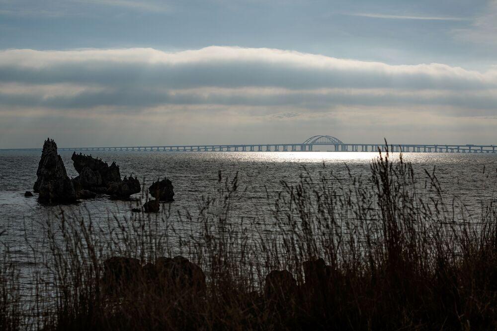 Ponte da Crimeia vista do lado da cidade de Kerch, na Rússia