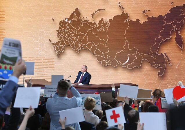 Presidente da Rússia, Vladimir Putin, na 15ª coletiva de imprensa anual no Centro de Comércio Internacional de Moscou, 19 de dezembro de 2019