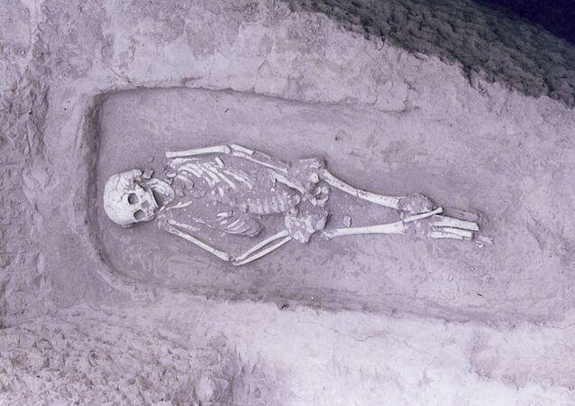 Esqueleto de adulto de 3300 a 2900 a.C. com sinais de displasia encontrado na China