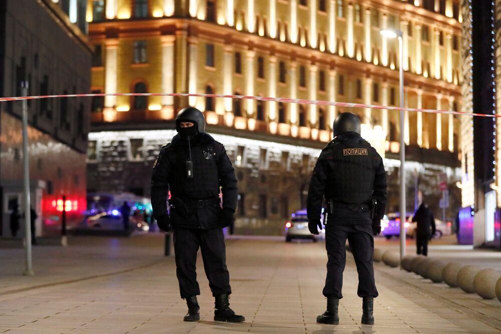 Um atirador abriu fogo no centro de Moscou perto do prédio do Serviço Federal de Segurança da Rússia (FSB) na quinta-feira (19)