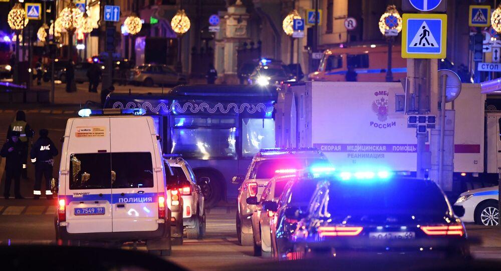 Carros de polícia na praça Lubyanskaya, em Moscou (arquivo)