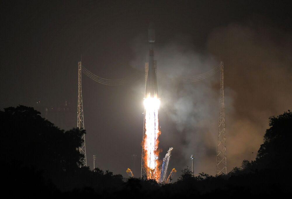 Lançamento do foguete Soyuz-ST do centro de lançamentos espaciais de Kourou, localizado na Guiana Francesa