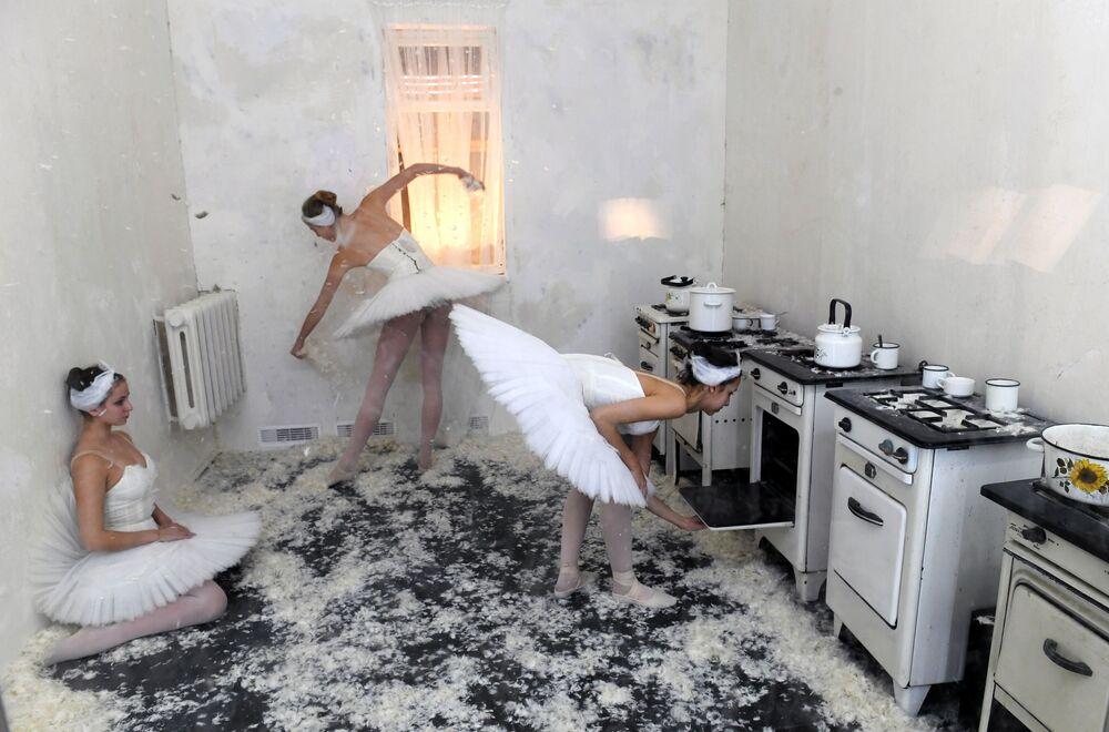 Cozinha do apartamento onde viveu Maya Plisetskaya, bailarina e coreógrafa russa