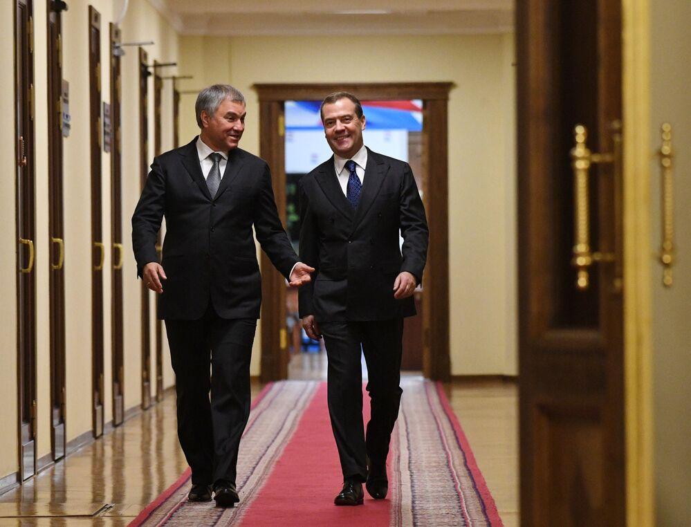 Primeiro-ministro russo, Dmitry Medvedev, e Vyacheslav Volodin, presidente da Duma de Estado (câmara baixa do parlamento) da Rússia
