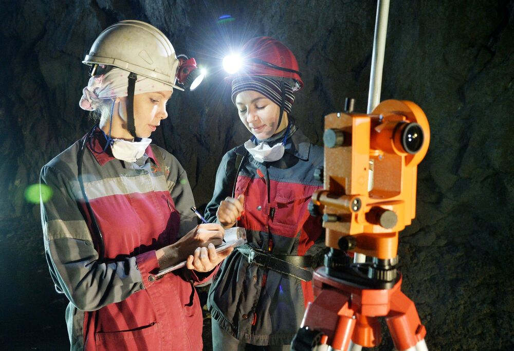 Operários em uma mina na Rússia