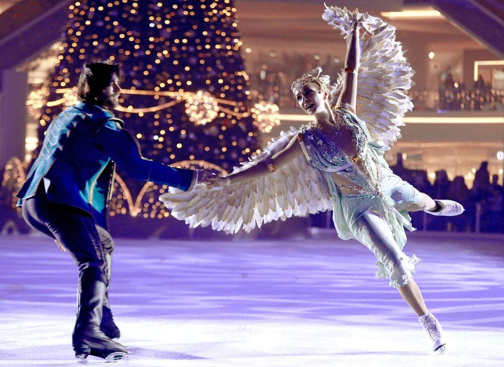 Patinadores russos participam do show no gelo Bela Adormecida – Lenda dos Dois Reinos