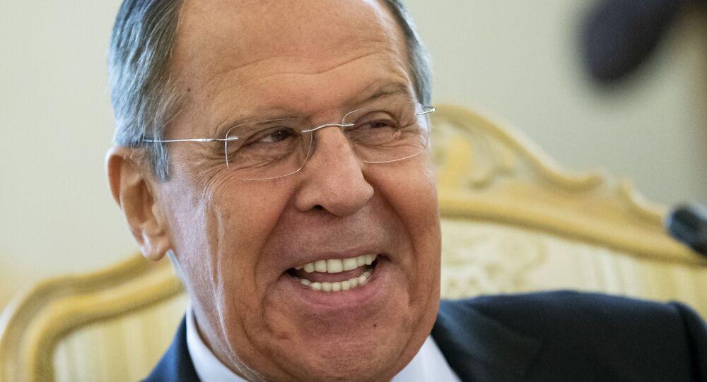 Ministro das Relações Exteriores da Rússia, Sergei Lavrov, sorri durante reunião em Moscou (foto de arquivo)