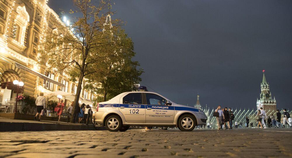 Carro de polícia faz patrulha na Praça Vermelha, no centro de Moscou, na Rússia (foto de arquivo)