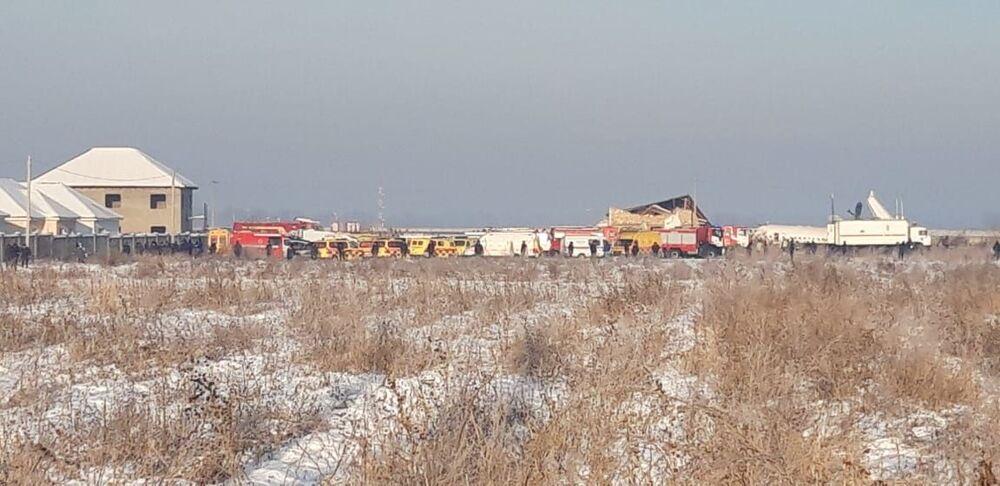 Área em volta do acidente aéreo envolvendo o avião Fokker 100, que caiu na cidade de Almaty, no Cazaquistão