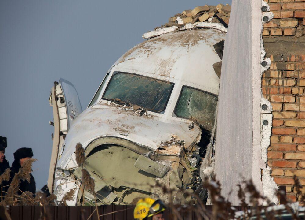 Parte frontal do avião Fokker 100, que caiu na cidade cazaque de Almaty, 27 de dezembro de 2019