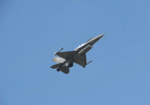 F-16 da Força Aérea da Grécia durante treinamento (foto de arquivo)