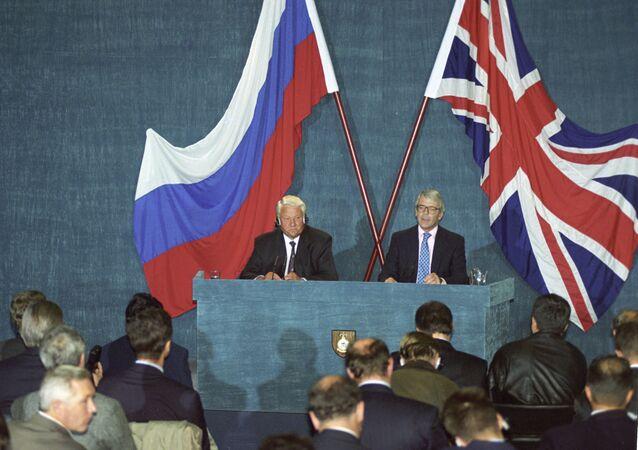 Presidentes da Rússia, Boris Yeltsin, se reúne com o primeiro ministro do Reino Unido, John Major, em setembro de 1994