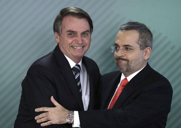 O presidente Jair Bolsonaro e o ministro da Educação Abraham Weintraub.