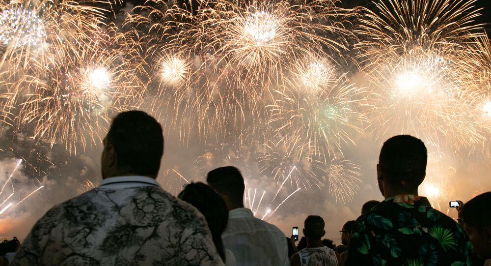 Queima de fogos na Praia de Copacabana, no Rio de Janeiro, na chegada do Ano Novo de 2020