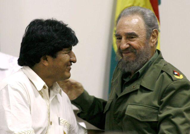 Evo Morales juntamente com Fidel Castro na cpital cubana em abril de 2006