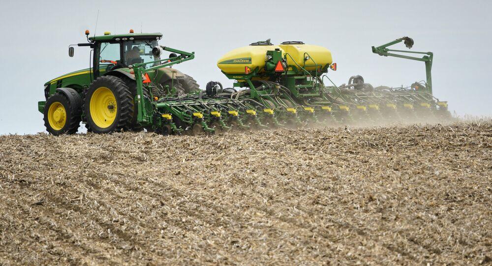 Fazendeiro no Estado norte-americano do Nebraska faz o plantio de soja, em maio de 2019, após a Casa Branca liberar segunda rodada de subsídios