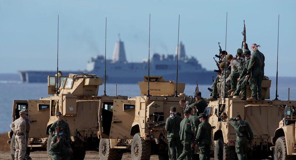 Fuzileiros navais dos EUA pousando para foto durante treinos na Califórnia (foto de arquivo)