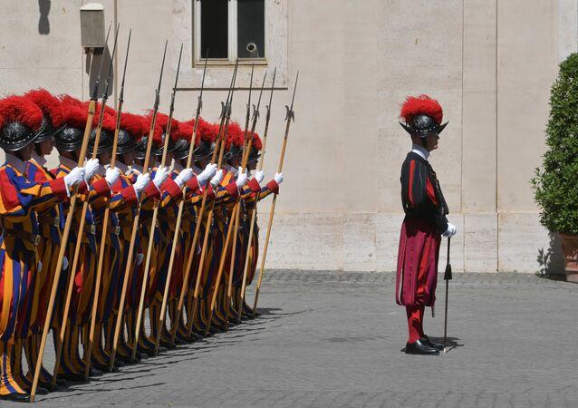Soldados da Guarda Suíça do Vaticano durante o encontro de Vladimir Putin com o papa Francisco, 4 de julho de 2019