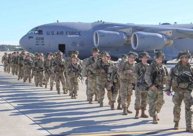 Tropas americanas sendo deslocadas para o Iraque (foto de arquivo)