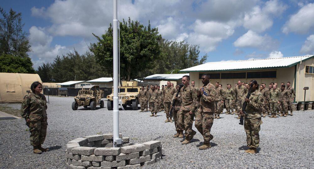 Força Aérea americana conduz cerimônia de hasteamento da bandeira, no Camp Simba, no Quênia (foto de arquivo)