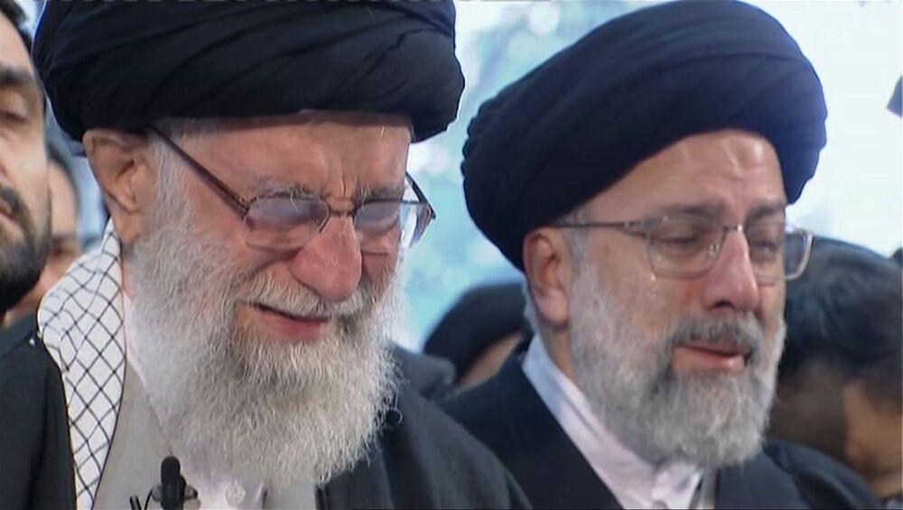 Supremo líder do Irã, aiatolá Ali Khamenei, chora ao guiar reza durante funeral do major-general Qassem Soleimani