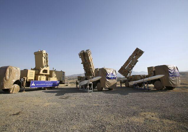 Foto divulgada pelo site oficial do Ministério da Defesa Iraniano mostra Khordad 15, uma nova bateria de mísseis terra-ar em um local não revelado no Irã, 9 de junho de 2019 (foto de arquivo)