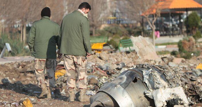 Avião Boeing 737-800 cai após decolagem de Teerã, matando todas as 176 pessoas a bordo, 8 de janeiro de 2020