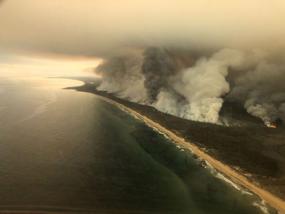 Densa fumaça causada por incêndios na Austrália