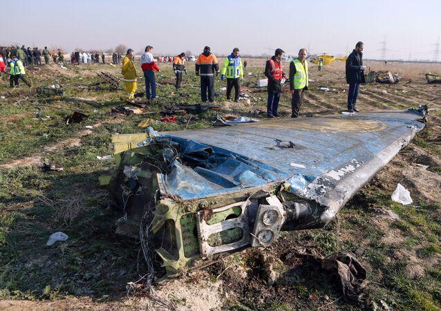 Destroços do avião ucraniano que caiu logo após a decolagem perto do Aeroporto Internacional Imam Khomeini, na capital iraniana Teerã, 8 de janeiro de 2020