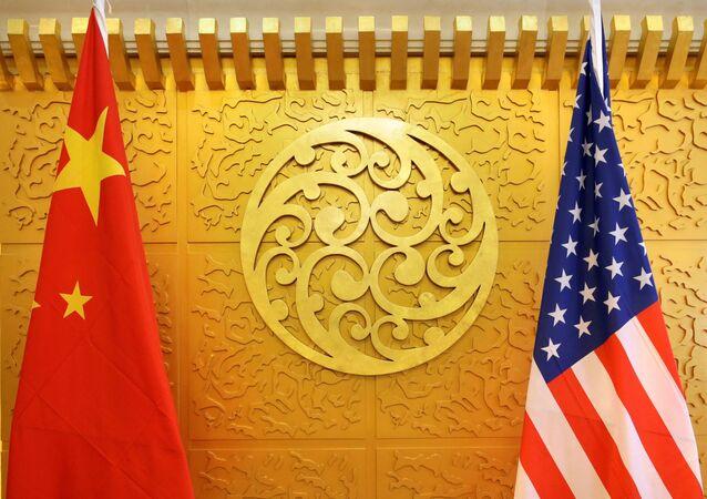 Bandeiras da China e EUA (foto de arquivo)