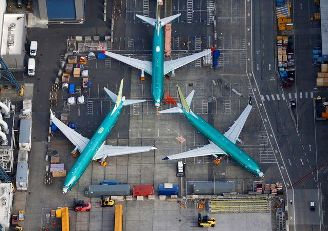 Foto aérea dos aviões Boeing 737 MAX estacionados na pista na fábrica da Boeing em Renton, Washington, EUA (foto de arquivo)