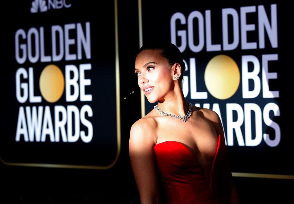 Atriz Scarlett Johansson participa da cerimônia de premiação dos Globos de Ouro, na Califórnia, nos EUA