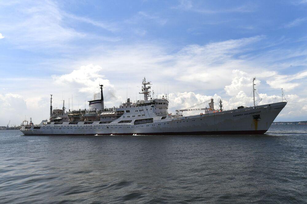 Navio russo Admiral Vladimirsky no porto do Rio de Janeiro, em 10 de janeiro de 2020
