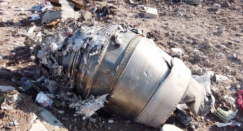 Destroços da aeronave Boeing 737-800, próximos ao aeroporto Imam Khomeini, em Teerã