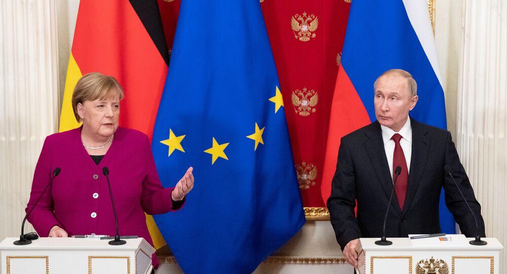 Chanceler alemã, Angela Merkel, e o presidente russo, Vladimir Putin, durante conferência de imprensa, em Moscou, em 11 de janeiro de 2020