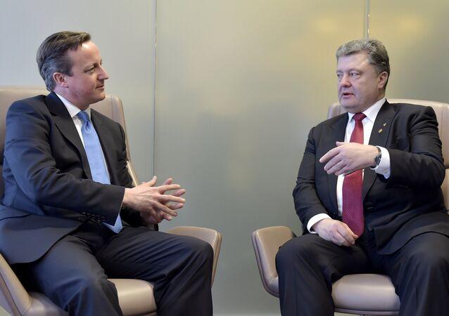 David Cameron, primeiro-ministro britânico, e Pyotr Poroshenko, presidente da Ucrânia