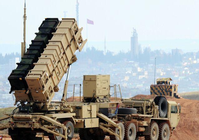 Um sistema de lançamento de mísseis Patriot na base de Gaziantep, na Turquia (foto de arquivo)