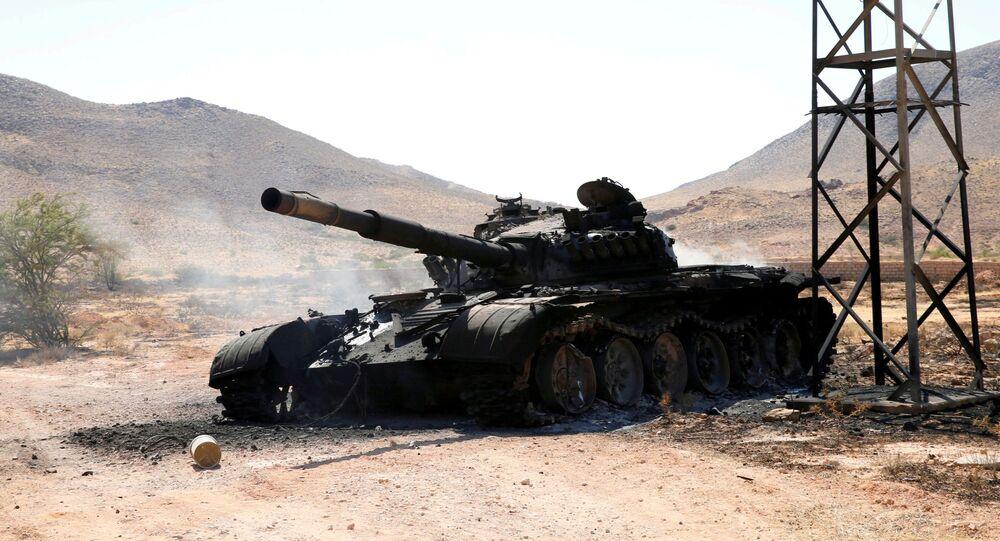 Tanque destruído em Gharyan, ao sul de Tripoli, na Líbia, em julho de 2019